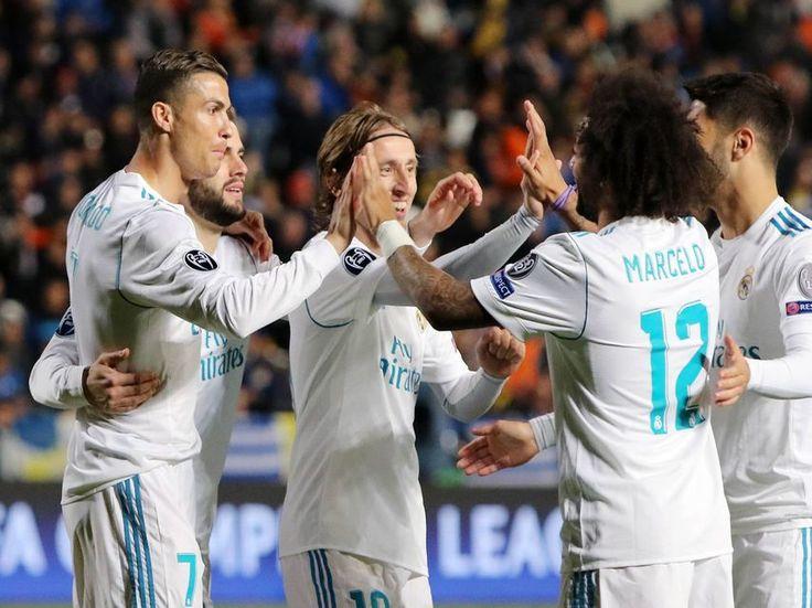 Cristiano y Benzema sonríen en la borrachera del Real Madrid en Chipre