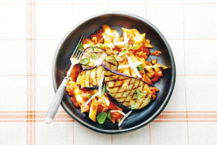 Penne arrabbiata met aubergine - Recept - Allerhande