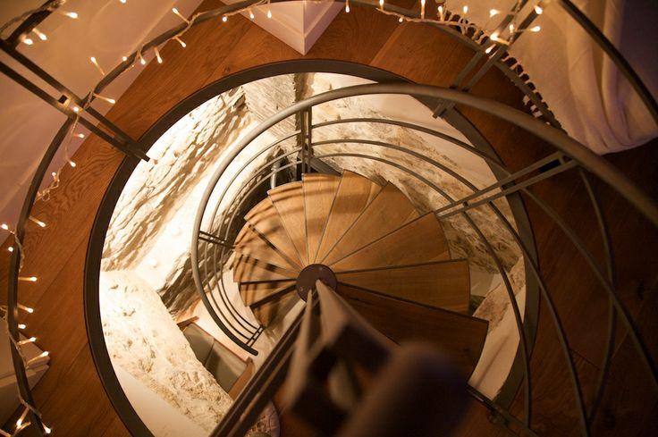Apt 01, Stair