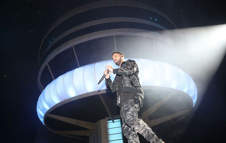Drake announces new album as he recreates 'Views' cover at OVO Fest set: #drake