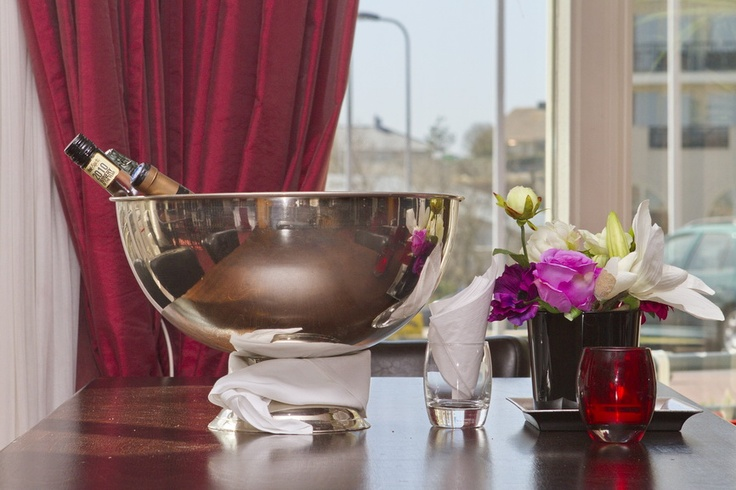 Pre dnner or after dinner drinks at the bar of restaurant Chatillon is always a pleasure.  www.palacehotel.nl