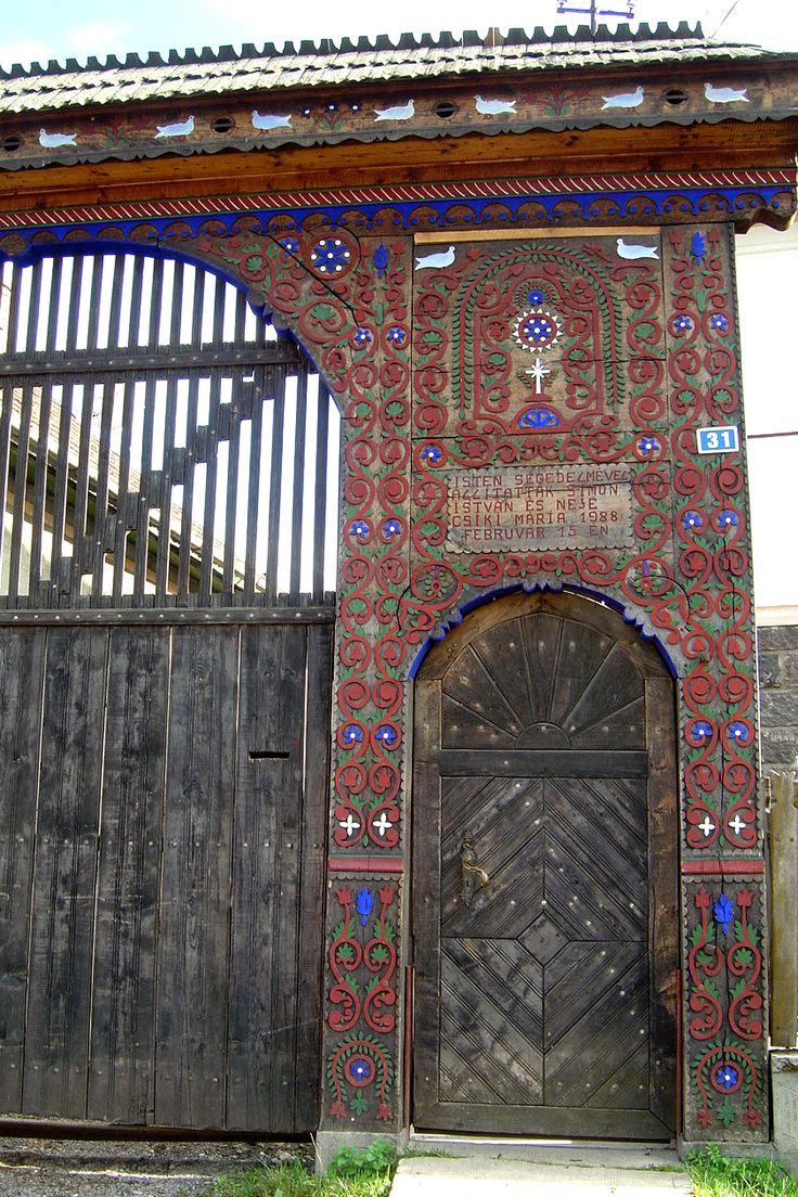 Another szekler gate (székelykapu) Erdély-Transylvania, Eastern-Carpathians