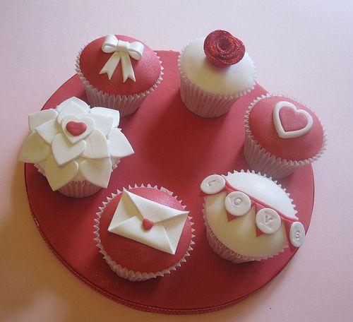 Valentines Day Cupcake Set .