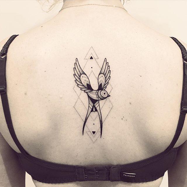 Merci Johanna !! #hirondelle #tattoo #violette #bleunoir #bleunoirtattoo #violettetattoo #geometrictattoo #blackwork #blackworkerssubmission #blacktattoo #blacktattoomag #blacktattooart #btattooing #inkstinctsubmission