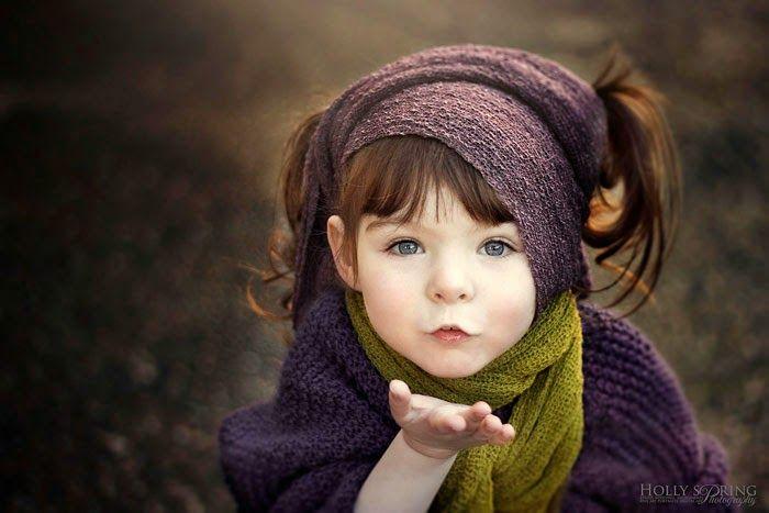 Hirschsprung hastalığı sonucunda sol elini yitirmesiyle henüz çocuk yaşta çeşitli zorluklarla mücadele etmek durumunda kalan kızının fotoğraflarını çekme kararı alan anne, kızına inandığı takdirde başaramayacağı bir şey olmadığını öğretmek ve motivasyon aşılamak ister. Kızının kendisi için ilham perisi olduğunu söyleyen anne, ortaya çıkan eserlerini paylaşır ve NZIPP/Epson tarafından 2014 yılının yaratıcı fotoğrafçı ödülüne layık görülür