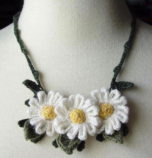 Crochet White Daisies. Very pretty. So many pictures she has posted of crochet jewelry.