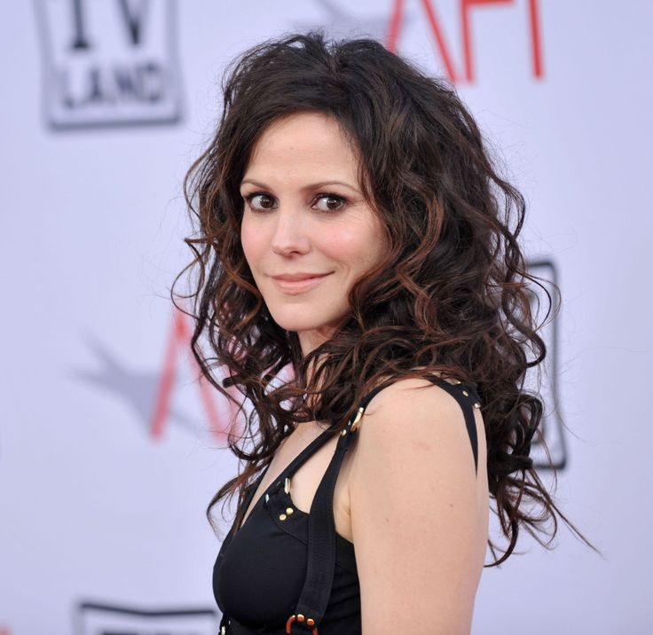 Mary-Louise Parker. Weeds season 6 just came up on netflix. LOVE :)
