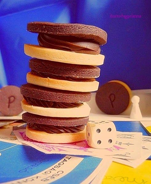 Szeretem gyermekkorom bolti nassolnivalóit házilag előállítani. Cukormentesen, persze :) Készült már vaníliás karika , csokis perec , t...
