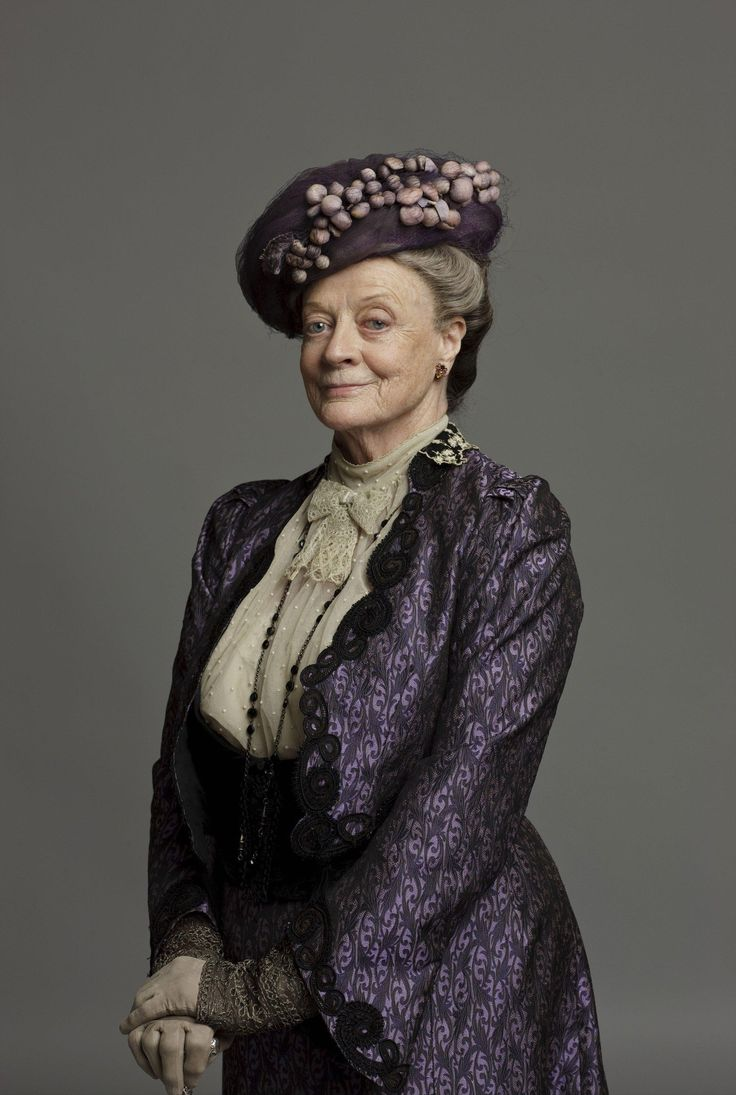 Maggie Smith is the Dowager Countess of Grantham <3