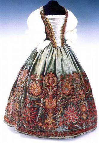 Eva Thokoly's wedding dress, from 1620 (Magyar Nemzeti Muzeum - Budapest Hungary)