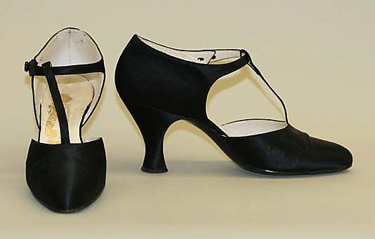 Shoes Date: 1920s Culture: French Medium: silk, leather Dimensions: Heel to Toe: 8 3/4 in. (22.2 cm) Credit Line: Gift of Rodman A. Heeren, 1961 Accession Number: C.I.61.54.17a, b