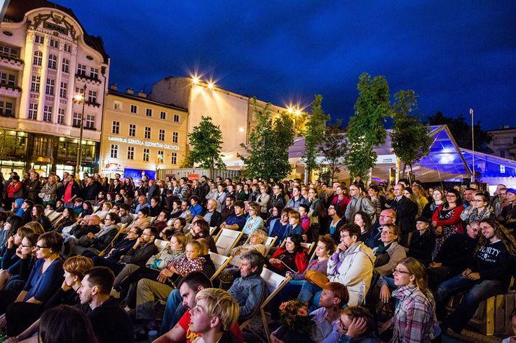Poznan Poland, Malta Festival 2013, publiczność podczs spektaklu na placu Wolności