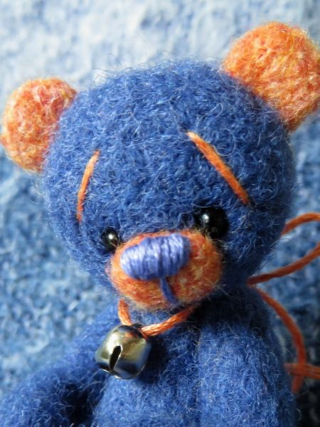Little Periwinkle is one of the latest Little Handfuls bears up for adoption!  Check out Little Handfuls on facebook!