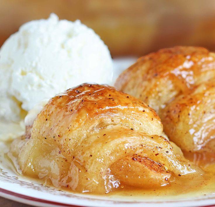 No se deje engañar por los ingredientes.  Los rollos de media luna relleno de manzana, canela y azúcar Mountain Dew hace algo similar a la magia en la sartén.