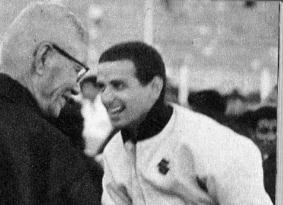 1962年の鈴鹿でDegner  と談笑する多田健蔵さん