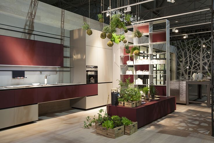 """We have worked on extreme door dematerialisation to meet requirements in terms of functionality and silhouette. Riciclantica stands for """"lightness and resilience"""": the lightest door in the world fits into an aluminium structure that is water-, steam- and heat-resistant.  This makes it possible to plan kitchen layouts with wall-hung units, allowing for the utmost freedom of arrangement and movement and creating a durable and cutting-edge design."""