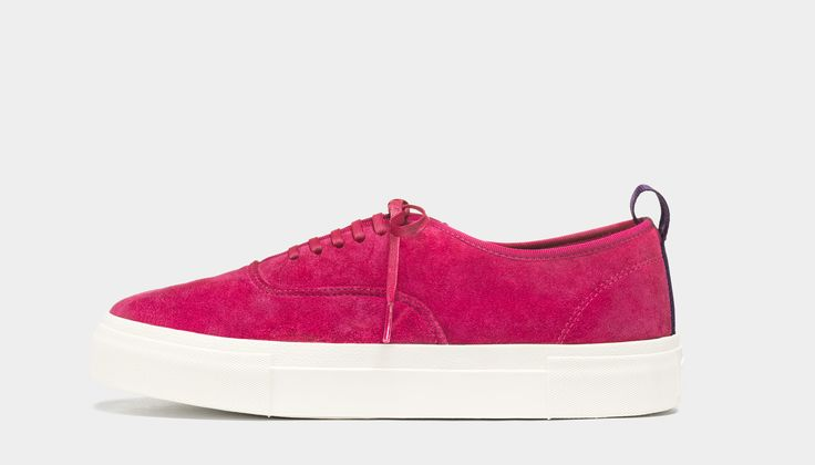 #Eytys Mother Suede Magenta. Mother sneakers in a seasonal magenta premium suede with contrasting rubber soles.
