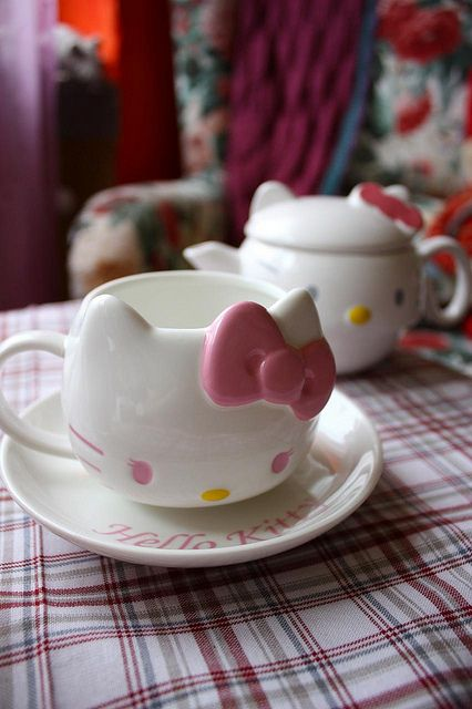 OMG! Hello Kitty tea cups. NO ONE tell our 4 year old daughter these even exist! Our home is drowning in a sea of pink cuteness as it is.
