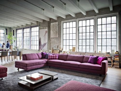Divo, il divano ad angolo viola. Da Novamobili.