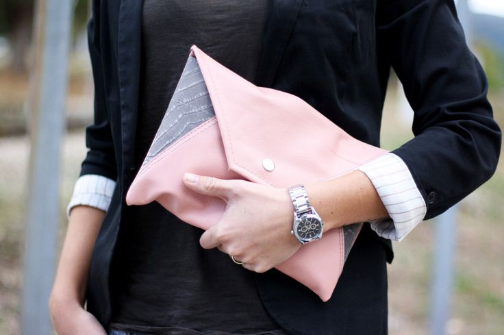 Blass rosa und grauen Leder Kupplung - Leder-Umhüllung - Leder Handtasche - Rosa Leder Geldbörse / Cartera de Cuero Rosa y Gris von BarnetoShop auf Etsy https://www.etsy.com/de/listing/254051275/blass-rosa-und-grauen-leder-kupplung