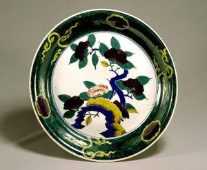 東京国立博物館 - コレクション 名品ギャラリー 陶磁 色絵椿図平鉢(いろえつばきずひらばち)