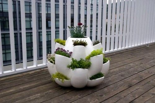 beautiful green finger fodder and loving the urban contrasting backdrop: Modern Planters, Ceramics Planters, Modern Ceramics, Flowers Pots, Small Patio, Herbs Gardens, Strawberries Pots, Patio Planters, Outdoor Planters