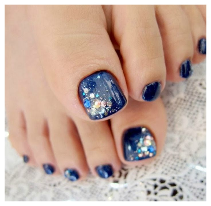 We love the glitter to one corner of the nail.