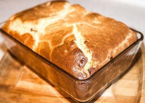 Как испечь пирог Ингредиенты: —1 стакан муки —1 стакан кефира —2 яйца —0.5 ч. ложка соли —1 ч. ложка соды Начинка: —300 грфарша —2-3 лук,порезать кубиками —соль,перец— повкусу Приготовление: Вкефир добавляем соду иоставляем минут на5. Затем добавляем остальн