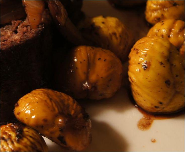 Glasierte Maroni als Snack oder edle Beilage zu einem Wildbraten oder Filetvariationen von Rind und Schwein. Glasierte Maroni bzw. Esskastanien mit Karamell