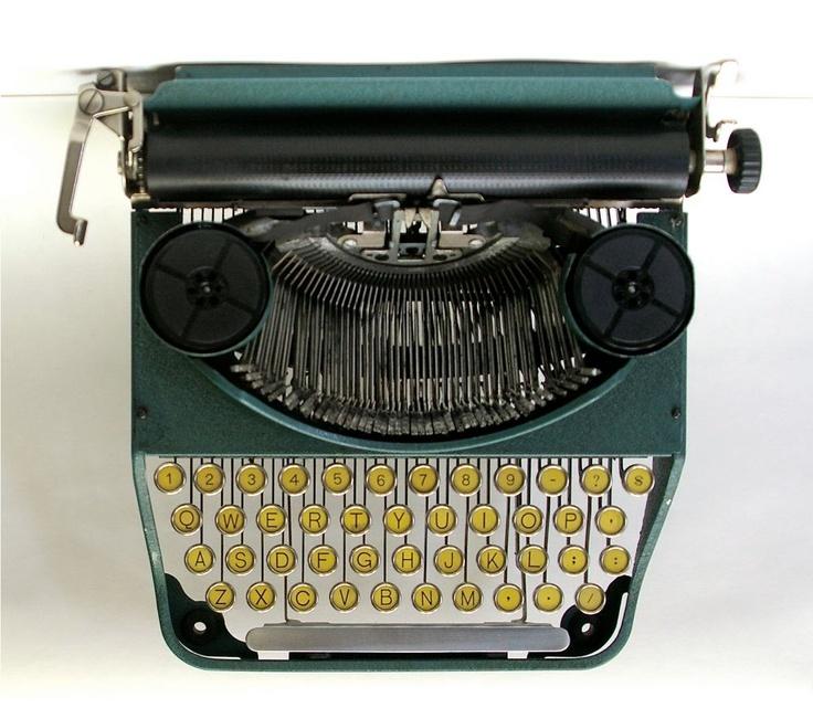 nude-typewriter-carpenter-boo-free