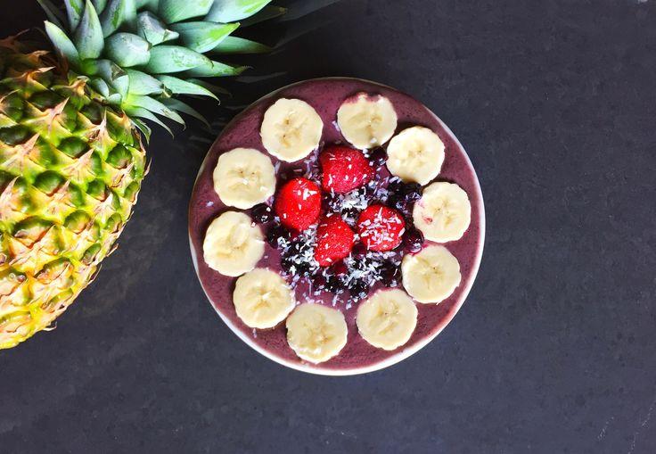 How to make an acai smoothie bowl  easy raw vegan recipe   healthy breakfast ideas   (V+GF)