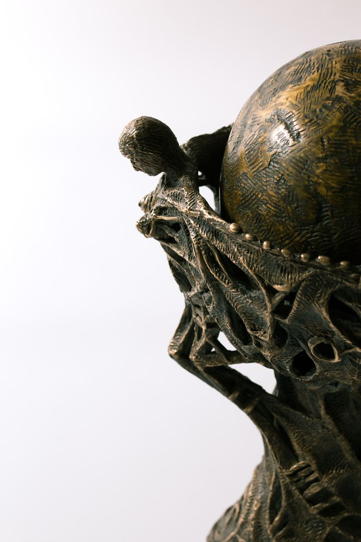 Filippo Vieri | GRAAL bronzo - 2003 - H. 25 cm. Photo: stefanocasati.com