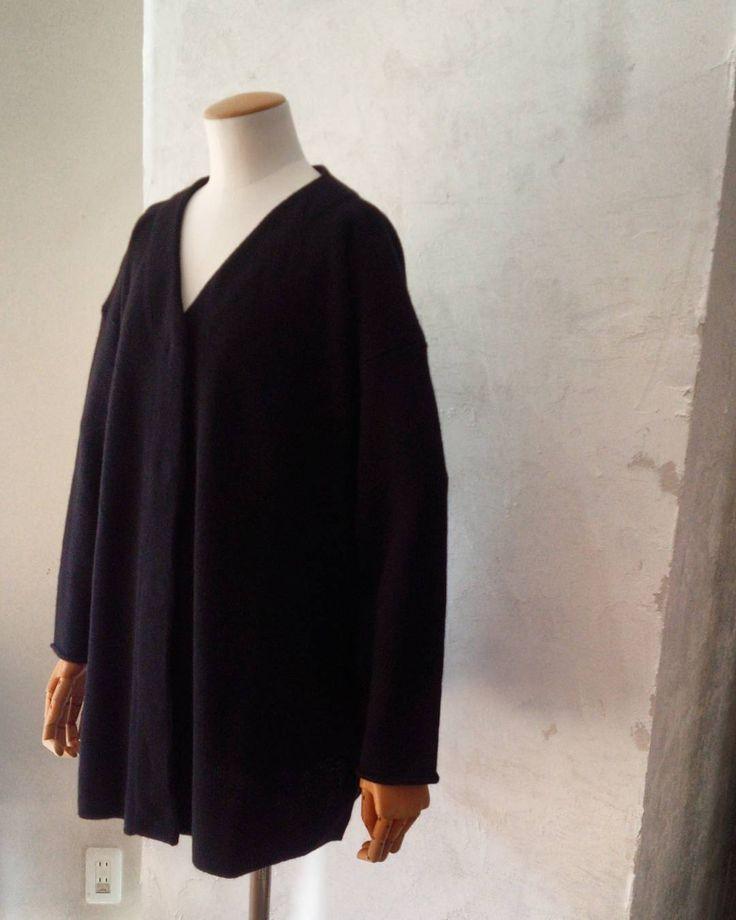 これで全色揃いました  ブラック色は 毎回画像が上手く取れません(-;) ノーカラーニットジャケットの ご紹介 6色展開中 サイズが2サイズより  #coolie#urbanchics#tokyo #クーリー#アーバンチックス#東京 #調布#国領#coolieブランド  #ニットブランド #ノーカラーニットジャケット#wool