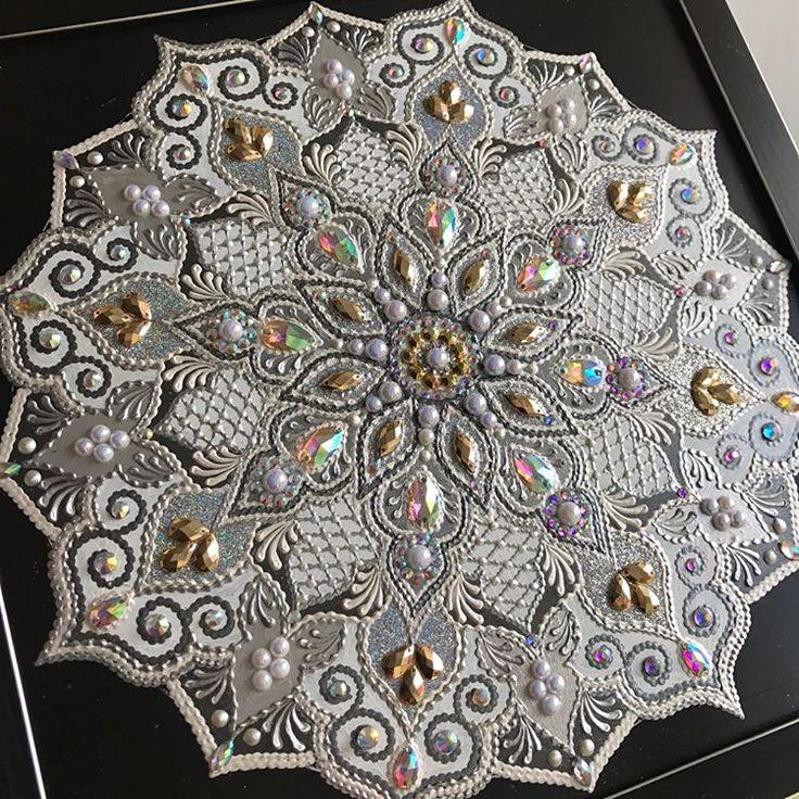 """Вы еще помните мои тарелочки? Тарелочки, с которых я начинала свое """"камушко-стразное"""" дело)) В этот раз решили с заказчицей сделать мандалу не на тарелке, а в рамке) Впервые в такой цветовой гамме, как результат, признавайтесь?))☺✨ #орнамент #ornament #art #decor #design #pointtopoint #декор #дизайн #восток #восточныйстиль #арабик #Arabic #eaststyle #amazing #exclusive #мандала #mandala #часы #интерьер #дизайнинтерьера"""