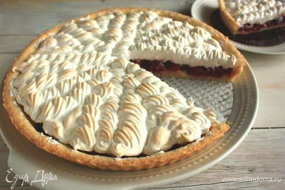 Вишневый пирог с безе. Ингредиенты: мука, сахарный песок, яйца куриные | Официальный сайт кулинарных рецептов Юлии Высоцкой