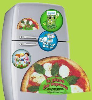 Tutto è cominciato con la moda di attaccare i magnetini al frigorifero, oppure si trovavano dentro le merendine dei bambini, con i personaggi dei cartoni animati, quindi se hai una pizzeria, un ristorante, e fai delle consegne a domicilio, e vuoi lasciare un biglietto da visita al tuo cliente, la calamita pubblicitaria ti può aiutare a divulgare la tua attività