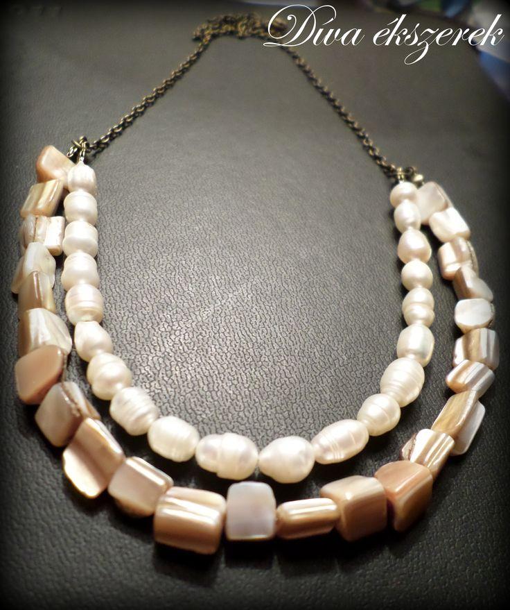 Tenyésztett gyöngyös és kagyló gyöngyös nyaklánc.    Pearl and shell necklace.  https://www.facebook.com/divaekszerek