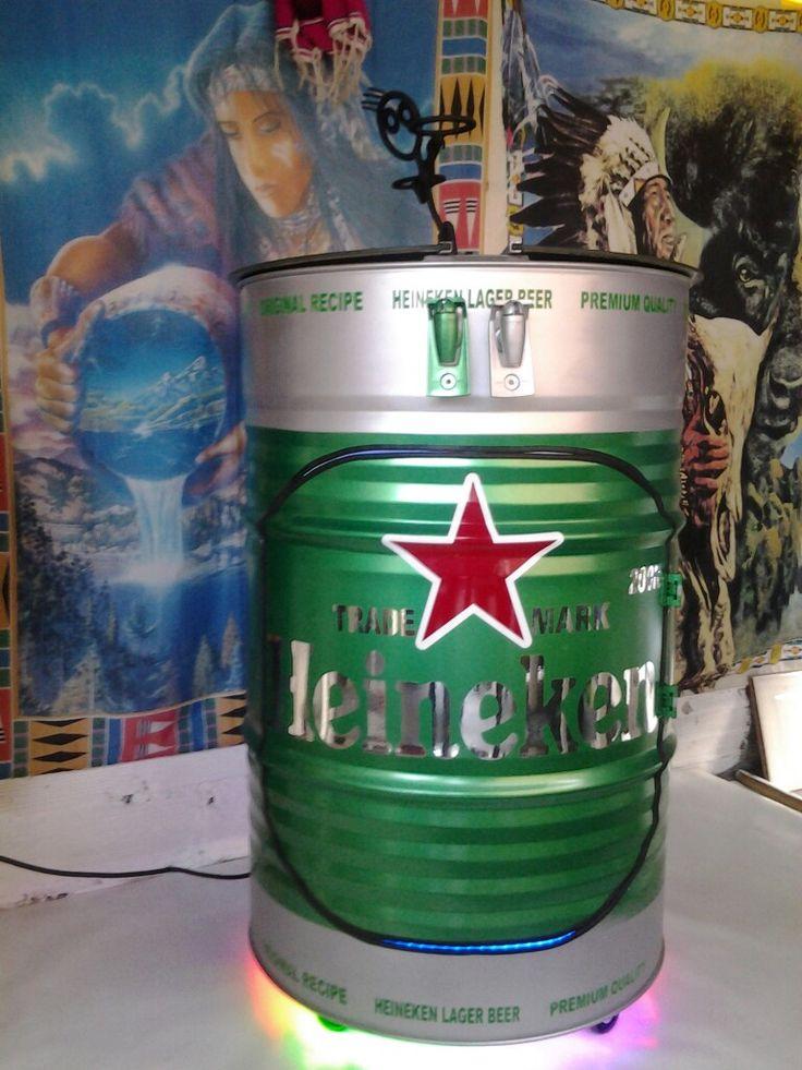 Barril de aceite reciclado como bar hielera y dispensador for Tambores para agua