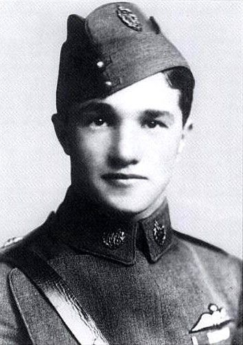 Albert Ball VC, DSO & Two Bars, MC. World War 1 fighter ace died age 20 in 1917 having shot down 44 enemy aircraft.  http://upload.wikimedia.org/wikipedia/commons/2/2b/AlbertBallPortrait.JPG