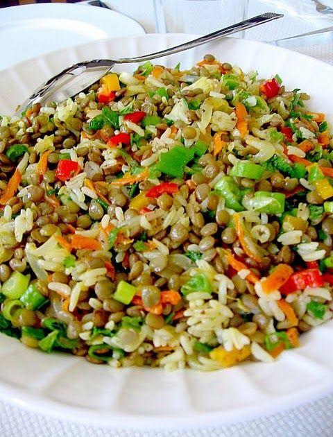 Yesil mercimek salatasi   - 1 kopje ongekookt groene linzen - 1/2 kopje van ongekookte rijst - 1 grote ui - 1 bosje bosui(gesnipperd) - 1 w...