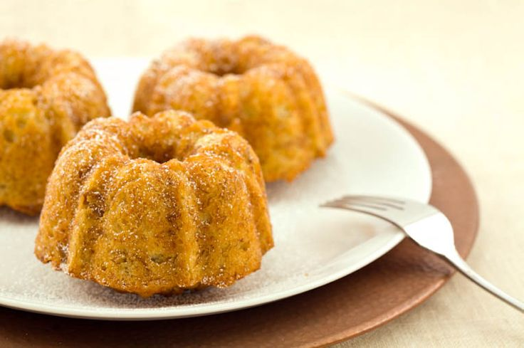Mini Banana Bundt Cakes. A healthier alternative to banana bread, and how can you say no to mini food anyway? Look how cute it is!!! Look, look at the cuteness!!