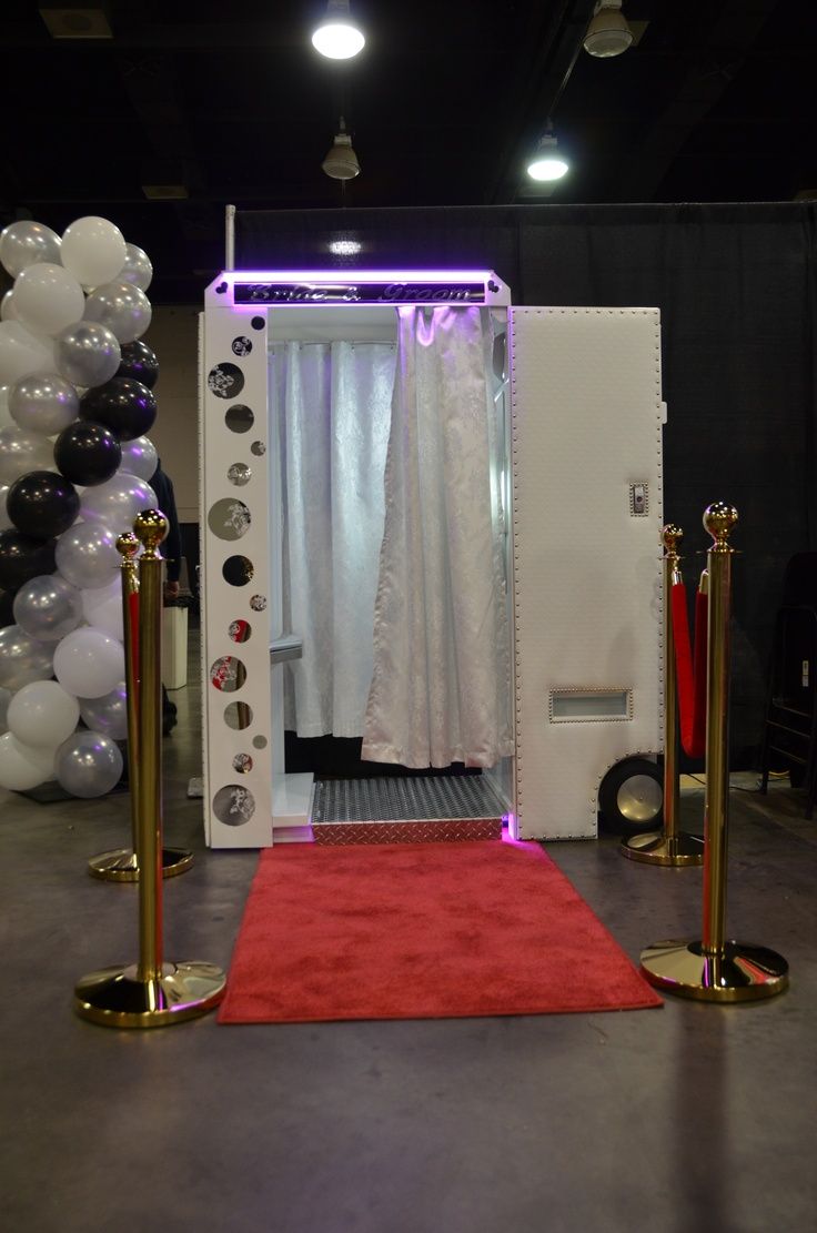 """Wedding Photography Lighting Equipment: Our Wedding Photo Booth, The Most Elegant With 32"""" LED"""
