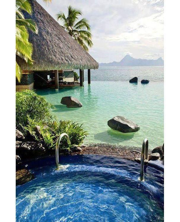 Bora Bora voyage de noces, lune de miel | plage, vacances, séjour, île, paradisiaque. Plus d'idée sur http://bocadolobo.com/blog/Categories/boca-do-lobo-news/