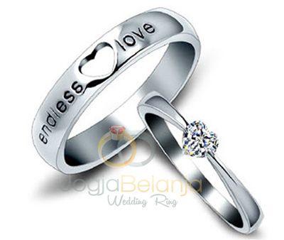 Desain cincin populer kami hadirkan dengan bahan perak 925 dalam seri Cincin Akeyla. Cincin couple ini menampilkan performa yang berbeda pada masing-masing cincin namun tetap nampak serasi. Pada cincin wanita kami hiaskan batu zircon putih, dan cincin pria kami ukirkan kata-kata khas cincin pasangan. Anda tertarik untuk memiliki? hubungi kami untuk melakukan pemesanan. Spesifikasi …