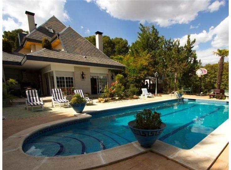 Maison a barcelone latest hotel avec piscine interieure for Villa barcelone avec piscine