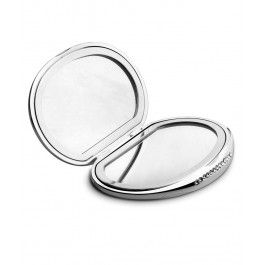 Intotdeauna vei avea nevoie de o oglinda in geanta. Niciodata nu stii cand ti se intinde rimelul. Oglinda de buzunar cristale este un cadou elegant si practic pt orice femeie care are grija de imaginea sa.