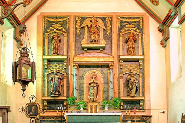 Quick Guide to Mission San Gabriel: for Visitors and Students: San Gabriel Mission Altar