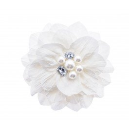 Add this pretty flower to your hair today, or even pin it onto your next outfit! This flower corsage would look perfect when pinned onto a floral dress this Summer!