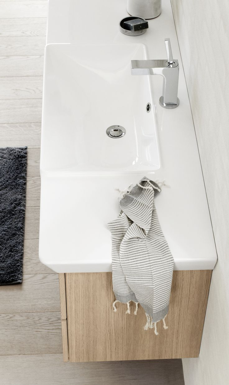 The clean and characteristic lines of the Calidris washbasins offer a classic appearance with a modern twist.