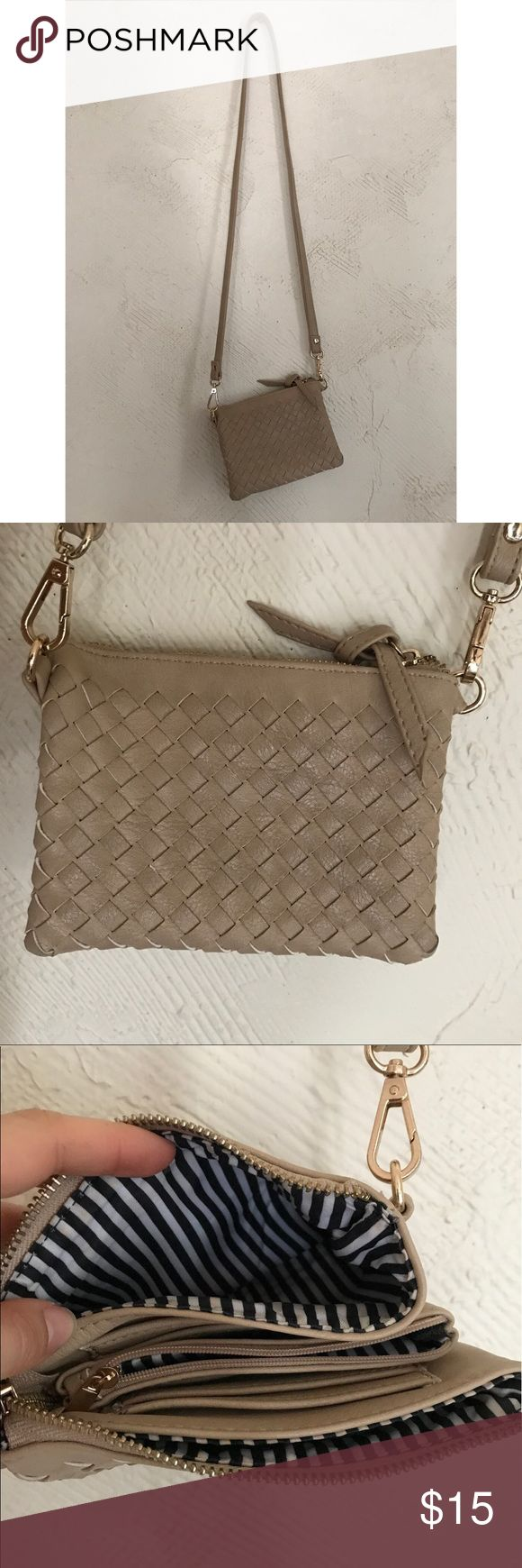 Nude clutch 👛 Nude clutch with insane storage. Perfect for a night out as a cross body or alone with the removable strap. Goes with literally everything! Bags Clutches & Wristlets